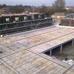 Dek van de stallingsruimte in aanbouw